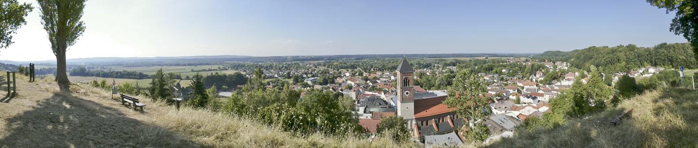Panoramblick vom Schlossberg über Kraiburg