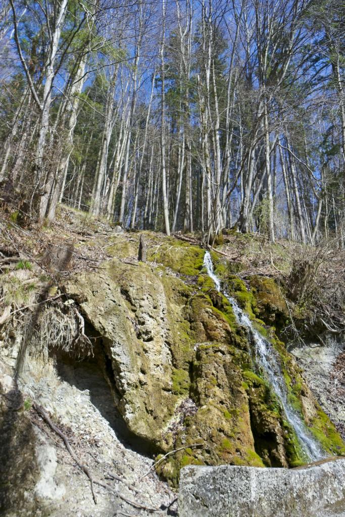 Wasserfall und Felswände am Maria Eck Rundweg